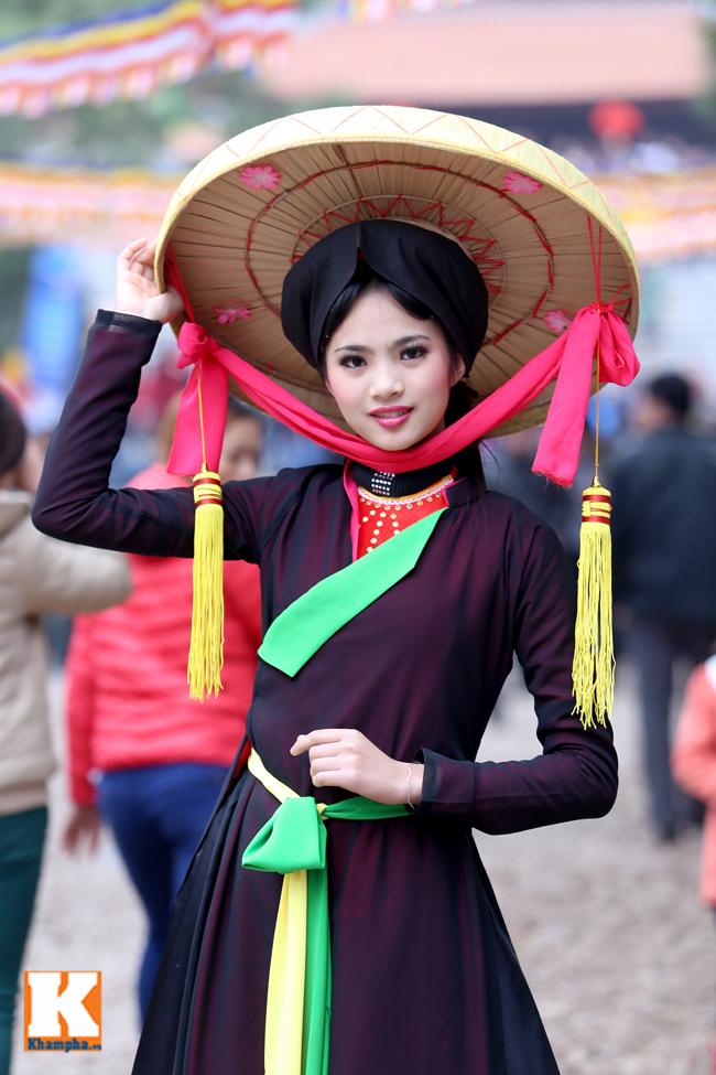 Thiếu nữ Kinh Bắc đẹp ý nhị trong tà áo tứ thân