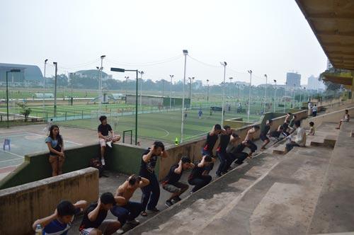 Thể dục đường phố TP.HCM: Thế giới chẳng hơn là bao - 1