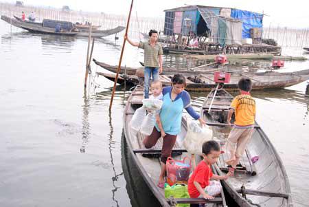Những chợ nổi trên phá Tam Giang - 1