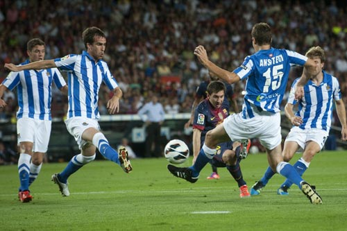 Ronaldo&Messi thăng hoa, Persie bất lực - 1