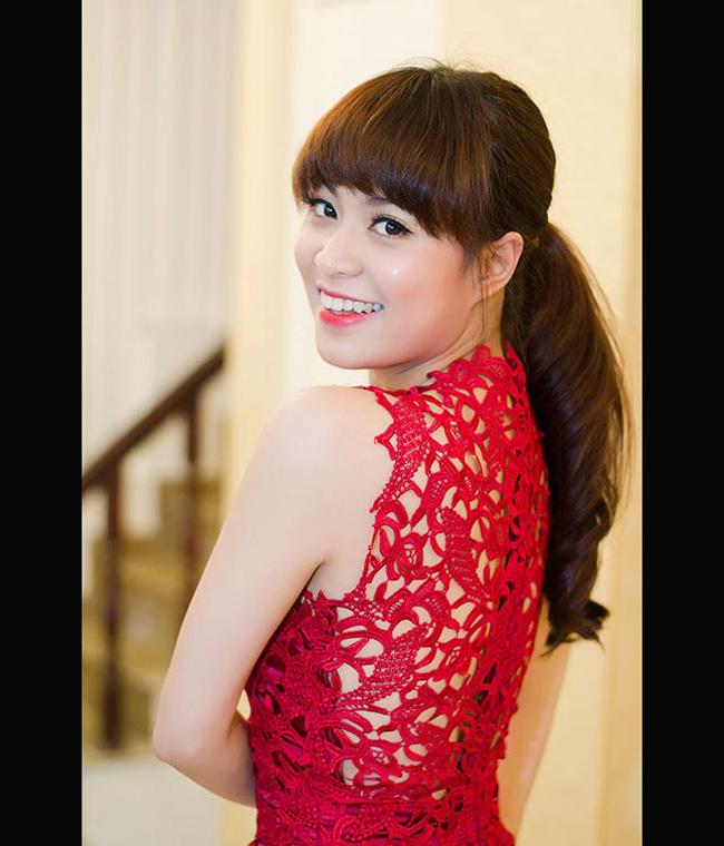 Hoàng Thùy Linh là một ca sỹ, diễn viên xinh đẹp tự nhiên.