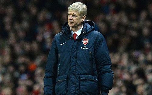 Persie tiến thêm một bước về Arsenal - 1