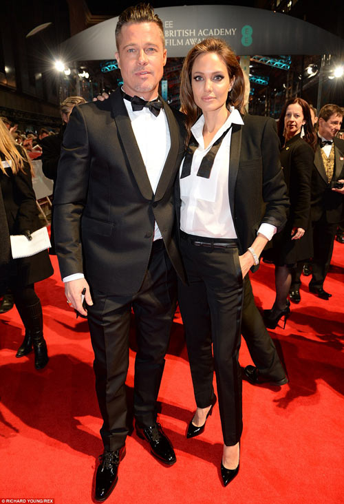Nhà Brad Pitt âu yếm trên thảm đỏ BAFTAs - 1
