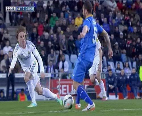 """Ancelotti phủ nhận xúi học trò """"tẩy thẻ"""" - 1"""