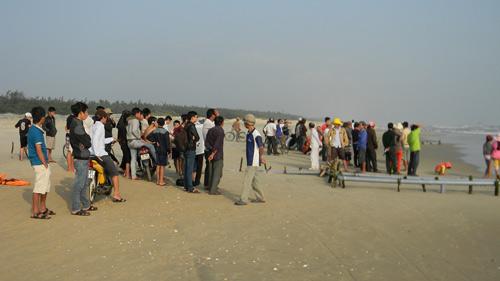Hai phụ nữ mất tích khi cào ốc: Tang thương làng biển - 1