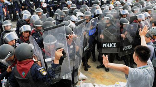 Thái Lan: Cảnh sát bị người biểu tình bắn chết - 1