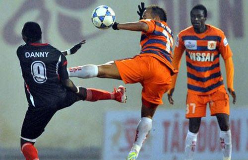 Đinh Văn Ta bị phạt treo giò 5 trận - 1