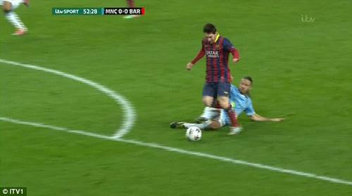Quan điểm: Barca hưởng penalty là đúng - 1
