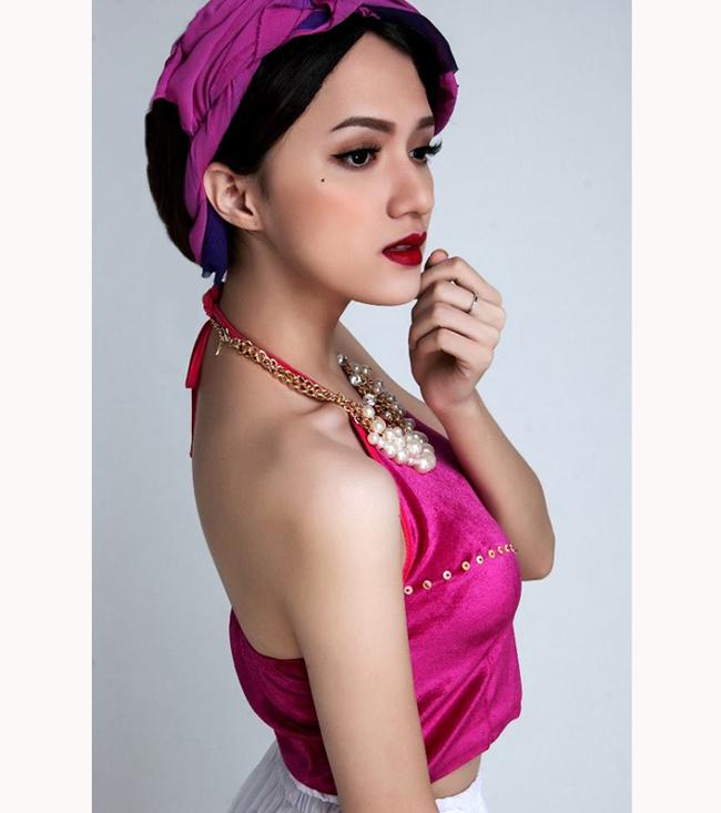Sau khi lọt vào Top 4 của Vietnam Idol 2010, Hương Giang được nhớ đến với câu chuyện cá nhân xúc động.