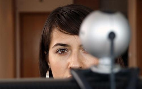 Tình báo Anh chụp trộm ảnh nóng qua webcam - 1