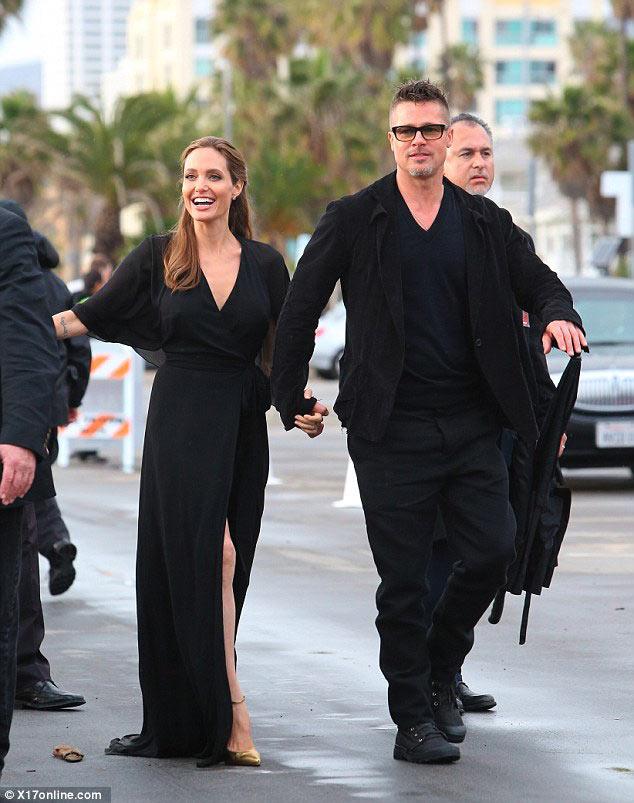 Đôi chân Angelina Jolie lại thành tâm điểm - 1