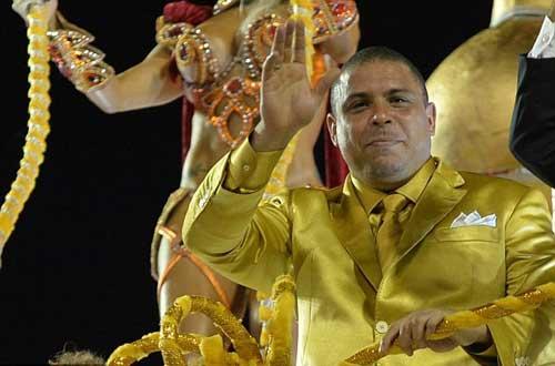 Ro béo rơi lệ ở lễ hội Carnaval - 1