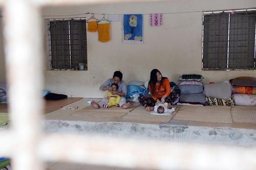Những đứa trẻ ra đời trong trại giam - 1