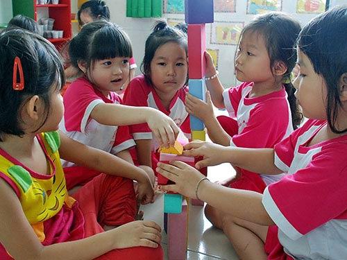 Cấm dạy ngoại ngữ cho trẻ mầm non: Giáo viên lo - 1