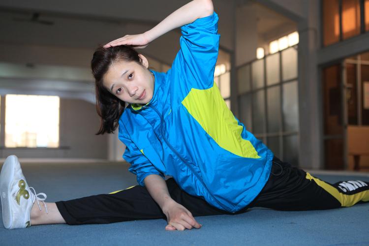 Trong khi đó Thúy Vi là VĐV giành huy chương vàng đầu tiên cho đoàn thể thao Việt Nam tại SEA Games27. Cô gái nhỏ nhắn này không chỉ tài năng mà còn nhí nhảnh, dễ gần với bạn bè, đồng đội.