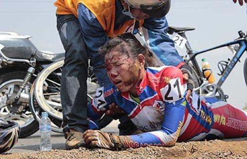 Giải đua xe đạp nữ quốc tế Cúp Biwase 2014: Té ơi, chuyện nhỏ! - 1