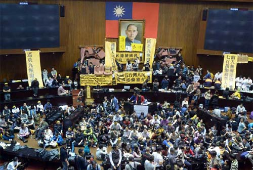 Đài Loan: Sinh viên chiếm nghị viện suốt 3 ngày - 1
