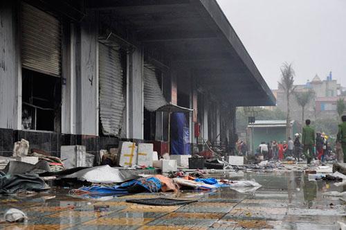 Cháy chợ Phố Hiến: Thiệt hại khoảng 50 tỷ đồng - 1