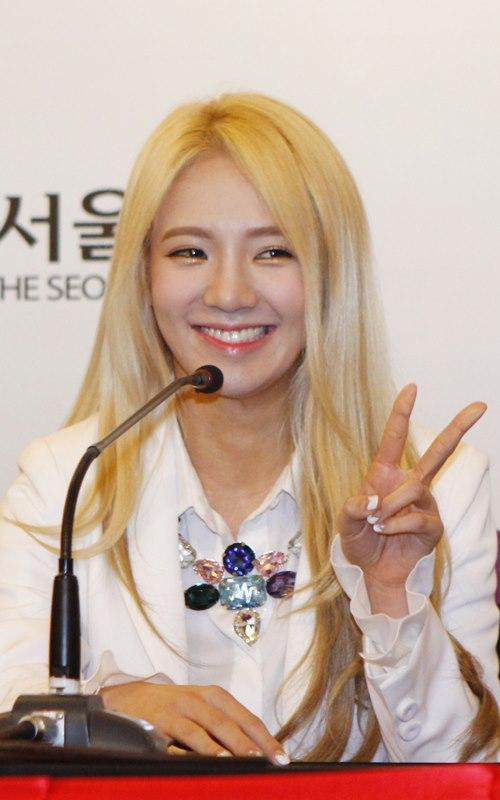 Hyoyeon (SNSD) lẻ loi đến dự họp báo - 1