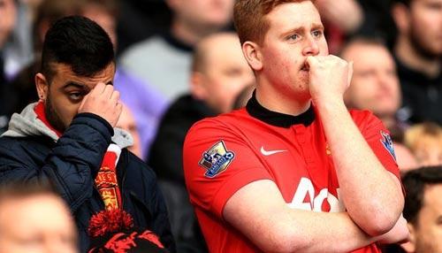 Ghét Liverpool, CĐV MU muốn... thua Man City - 1