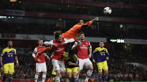 """Arsenal – Swansea: Pha đá phản """"trời ơi"""" - 1"""