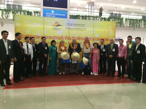 TPHCM đón đoàn khách du lịch quốc tế đầu tiên trong năm mới 2015 - 1