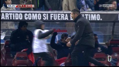 Đả bại Real, HLV Simeone có màn ăn mừng đặc biệt - 1