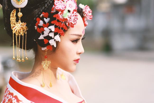 Vì hâm mộ nhan sắc của Võ Tắc Thiên và Từ Huệ trong bộ phim đang gây sốt khắp châu Á Võ Mỵ Nương mà hai thiếu nữ Hà Thành đã quyết định cosplay thành hai nhân vật nữ xinh đẹp nhất trong phim,