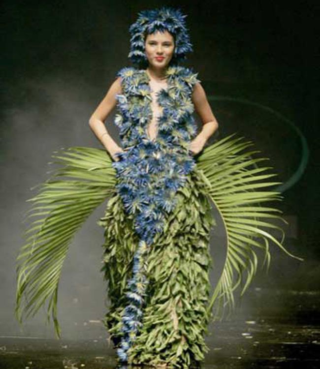 Từ váy cho đến phụ kiện được làm bằng lá cây