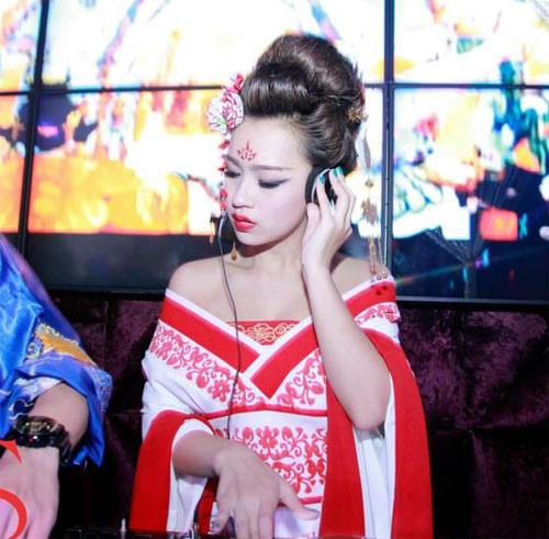 """""""Võ Tắc Thiên"""" gợi cảm chơi DJ - 1"""