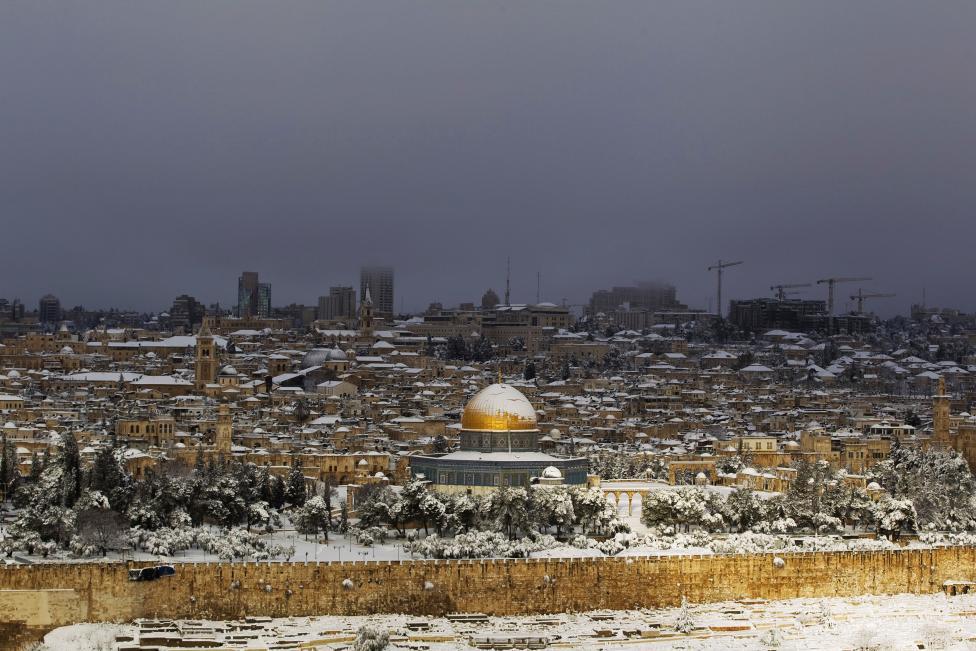 """Hiện tượng lạ: Tuyết phủ trắng """"sa mạc"""" Trung Đông - 1"""
