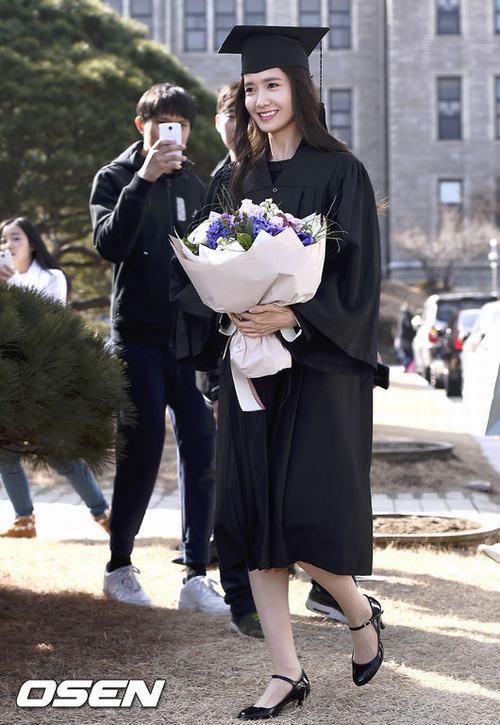 Yoona (SNSD) xinh như nữ thần trong ngày tốt nghiệp - 1
