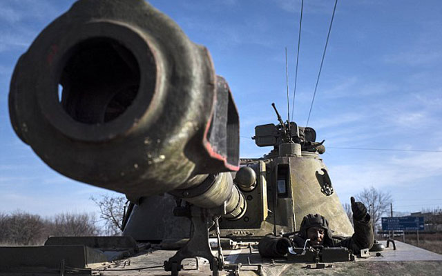 "Ukraine trong ""chiếc gương cong"" - 1"