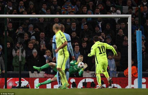 Enrique bênh vực Messi, Suarez được đối thủ khen - 1