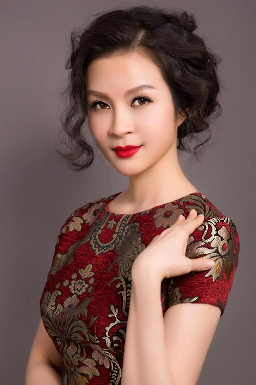 MC Thanh Mai trẻ trung, quyến rũ với váy ngắn - 1