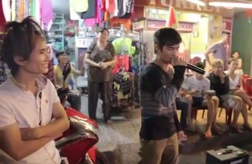 Clip Lệ Rơi, Thánh bàn chải khoe giọng hát trên phố Sài Gòn - 1
