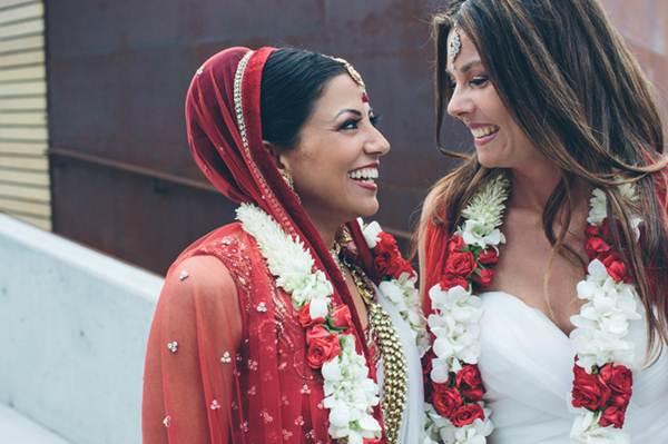 Ấn Độ: Đám cưới đồng tính đầu tiên của 2 cô gái xinh đẹp - 1