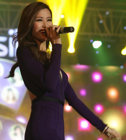Đông Nhi, Bảo Anh gợi cảm trước 3.000 khán giả - 1