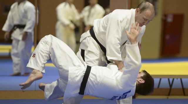 """Video Putin """"quật ngã"""" nhà vô địch judo Olympic - 1"""