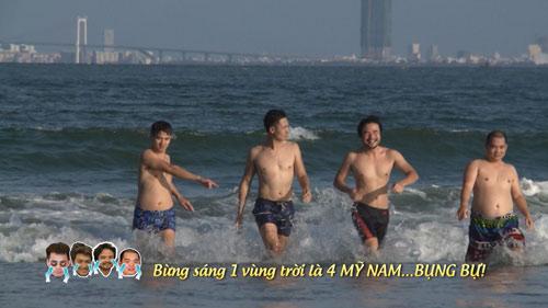Bố con Xuân Bắc khoe 'bụng bự' giữa biển Đà Nẵng - 1