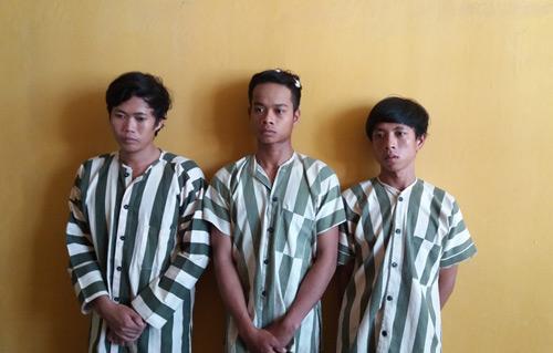 Ba thanh niên cướp nhầm cảnh sát khu vực - 1