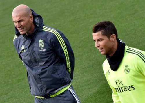 Giải nghệ, Zidane vẫn dạy Ronaldo cách đá phạt - 1