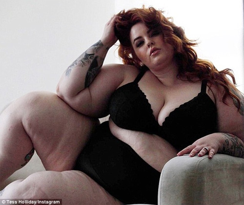Hé lộ lý do mẫu béo nhất thế giới thích tung ảnh nude - 1