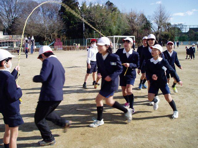 Vì sao Nhật Bản không cho trẻ nghỉ học khi rét 2 độ C? - 1