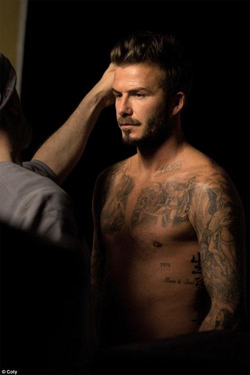 David Beckham điển trai, bán nude khi làm người mẫu - 1