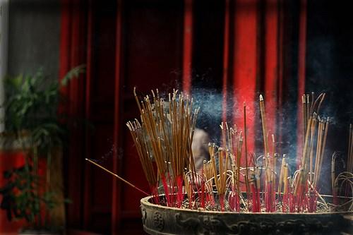 Vì sao hương nhang càng thơm càng độc? - 1