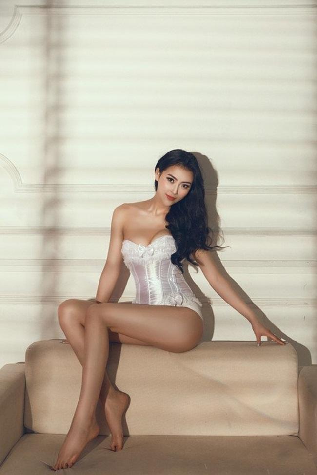 Độ phủ sóng hình ảnh của hot girl Ngô Đan ngày càng rộng, tên tuổi của cô nàng ngày càng được nhiều người biết đến.