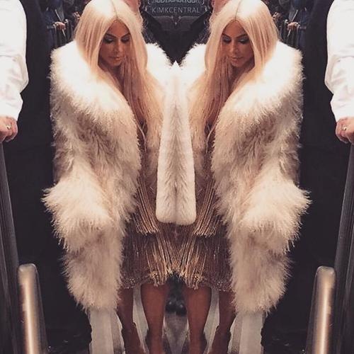 Gia đình Kardashian thống trị New York với show của Kanye West - 1