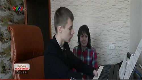 Clip: Cậu bé không tay chơi đàn piano điêu luyện - 1