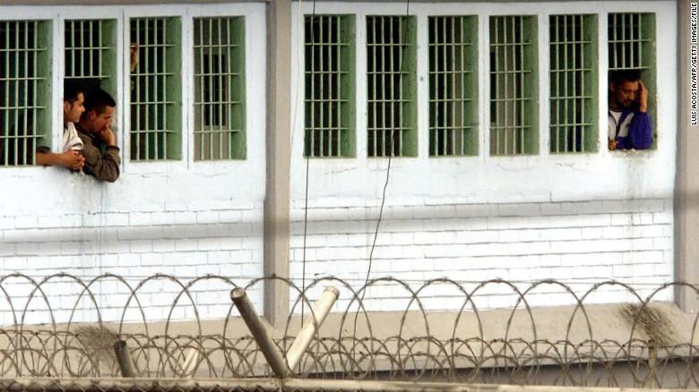 Colombia: 100 thi thể bị vứt dưới cống nhà tù khét tiếng - 1